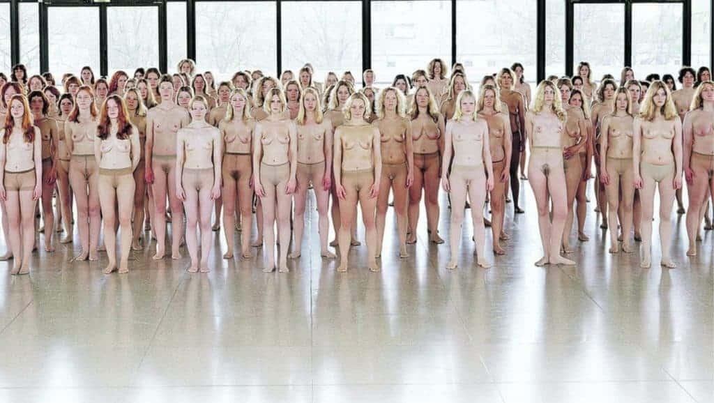A hundred topless women. Vanessa Beecroft - VB55.