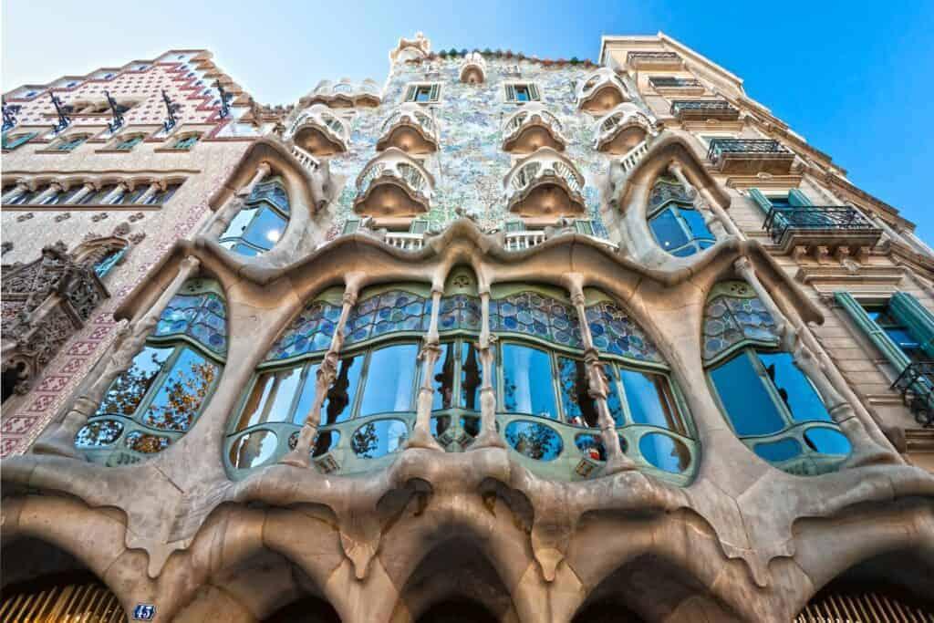 Antoni Gaudí's Casa Batlló. Modernism vs Modernisme