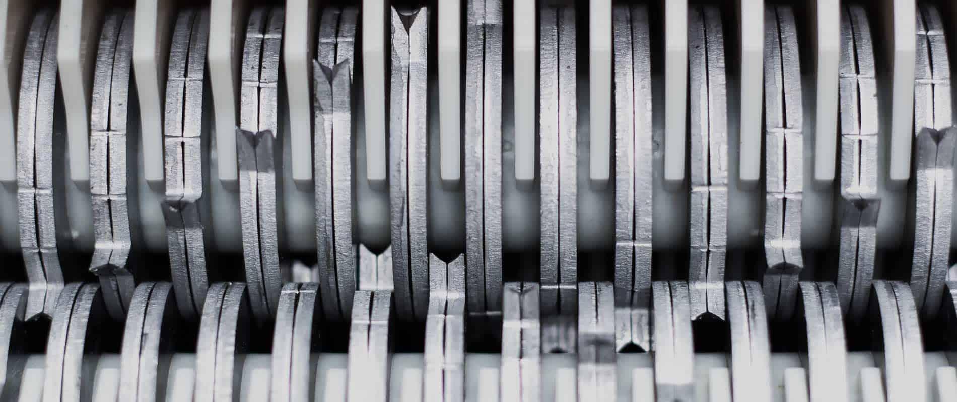 paper-shredder-machine-cutting-blades