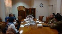 Ketua DPRD Purwakarta, H. Ahmad Sanusi saat memumpin rapat dengan PTPN VIII dan Perhutani