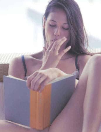 Les livres d'histoires candaulistes éveillent la curiosité envers cette pratique sexuelle