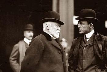 Andrew CARNEGIE (au centre de la photo) , fortune faite avait commandé à N. HILL une étude pour percer le secret de la réussite