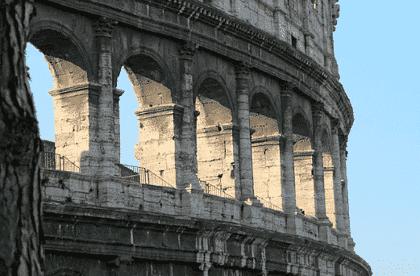 visiter des monuments en Italie, comme les arènes de Rome