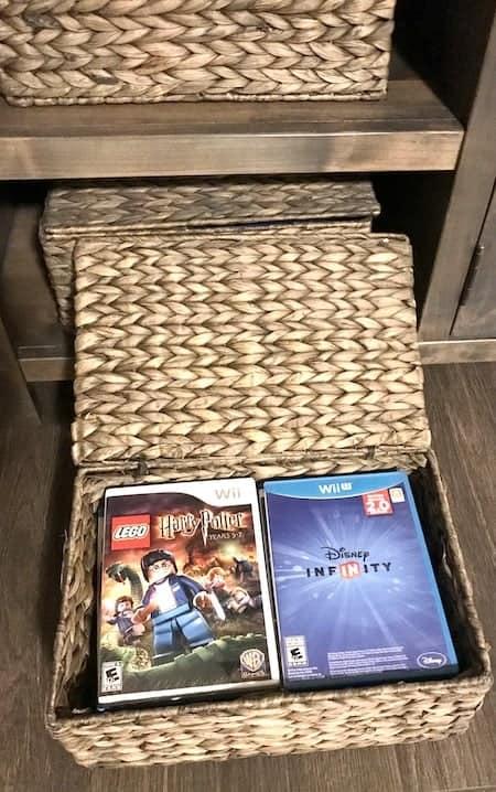 Organize video games: hyacinth baskets