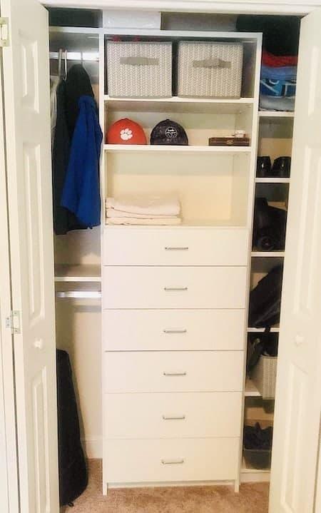 Organize a teen's bedroom: closet storage ideas