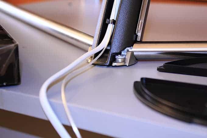 Cable oculto por la peana en Samsung Q7F QLED