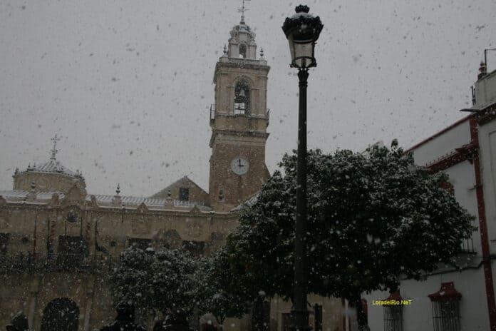 Fachada del ayuntamiento de Lora el día de la última nevada 10 de enero de 2010