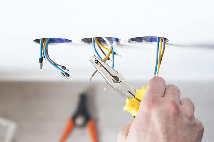 what is the hourly rate of electricians in London
