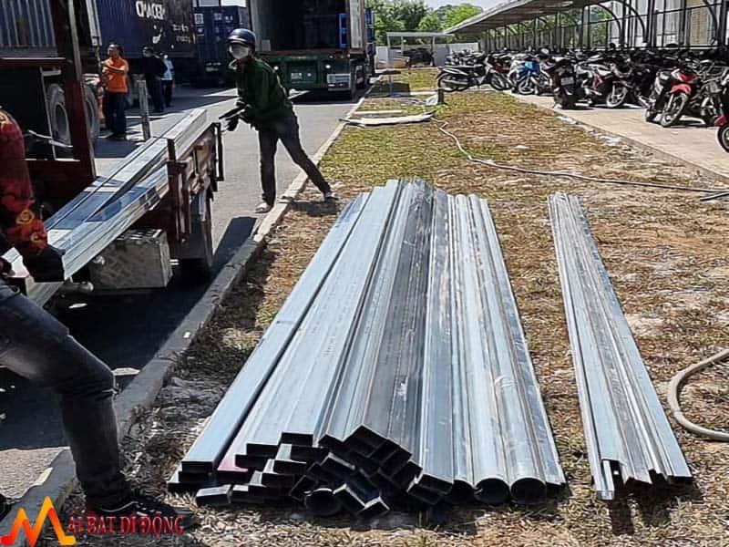 Tập kết sắt thi công mái che KCN