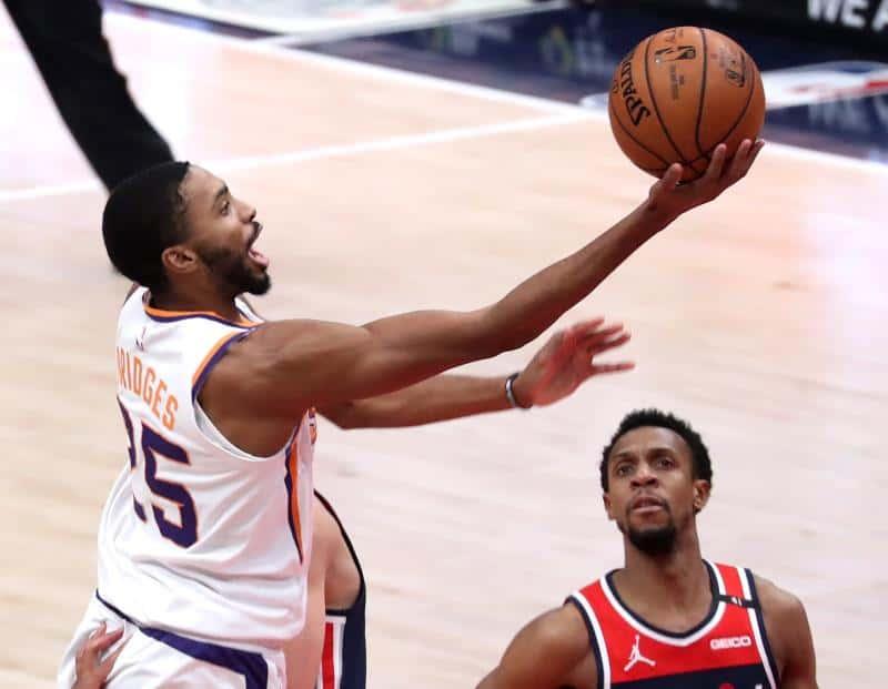 Los Nuggets se derriten en Phoenix y los Suns se adelantan 1-0