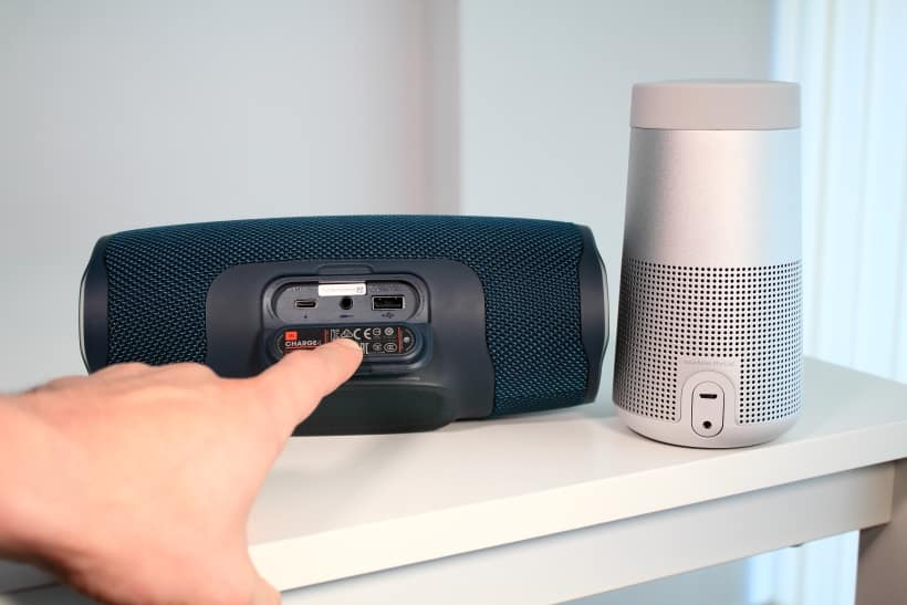 Conexiones JBL Charge 4 y Bose SoundLink Revolve