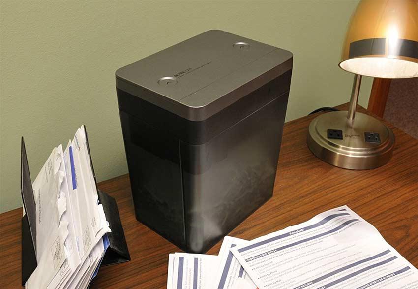 small-sized-paper-shredder-office-desk