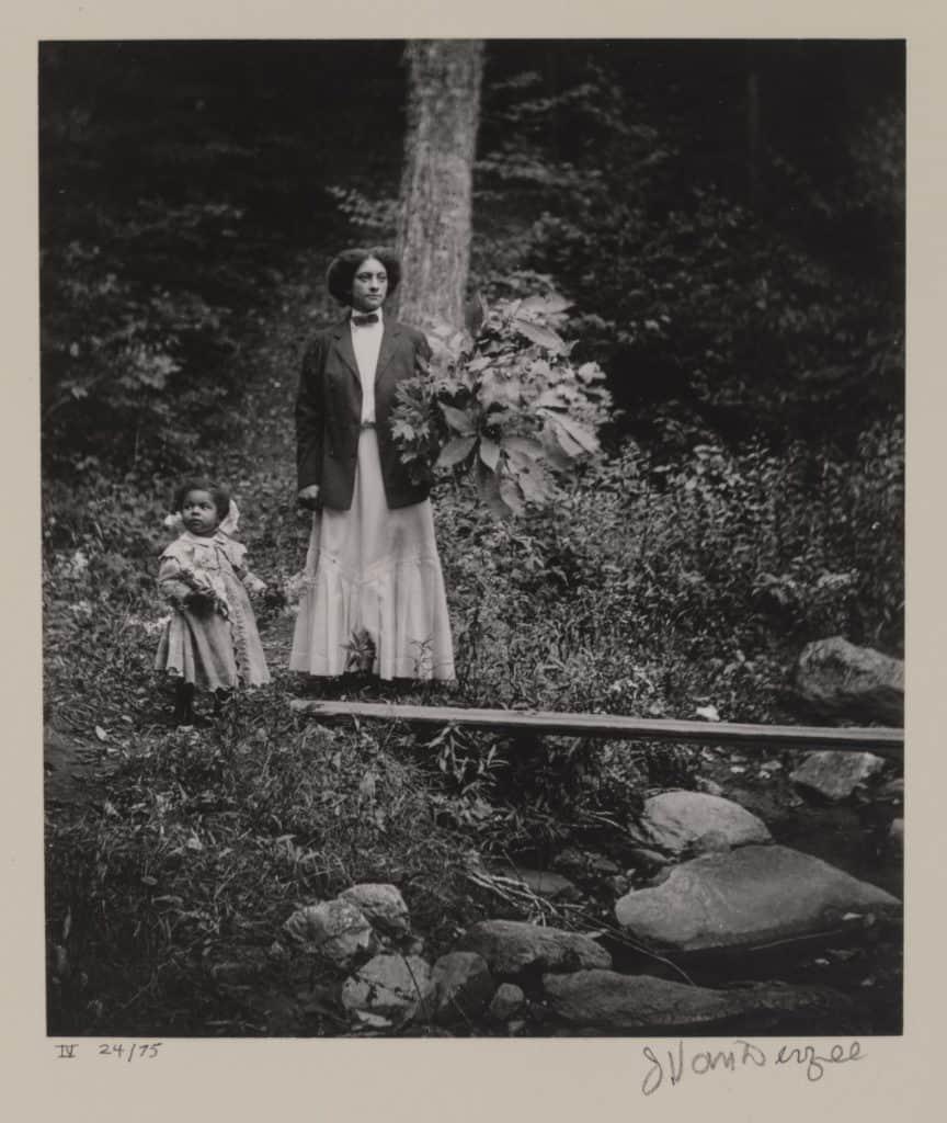 James Van Der Zee - Kate and Rachel Van Der Zee - 1907