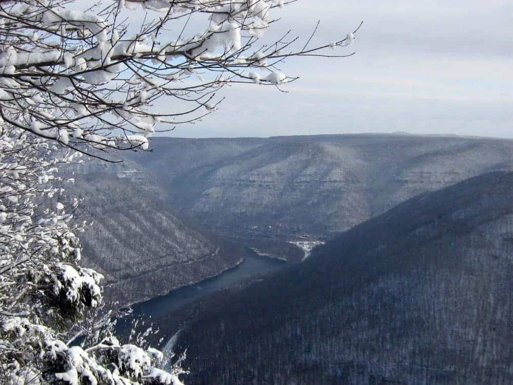 The view of New River from Main Overlook, Grandview, West Virginia.  Photo: NPS, Dave Bieri, public domain.