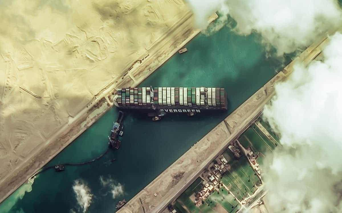 Satellite image at 50 cm resolution of current dredging efforts to free the Evergreen container ship on the Suez Canal, Egypt. 📷 26/03/2021 by WorldView-2  © 2021 European Space Imaging