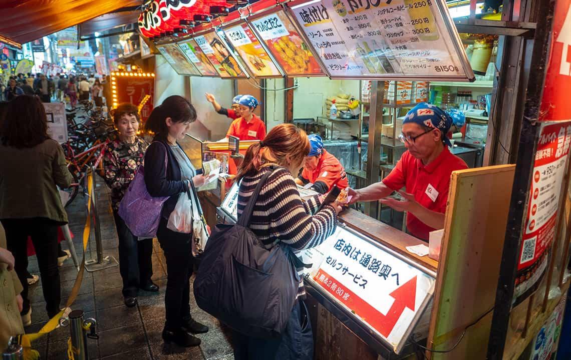 Eten op straat in Osaka