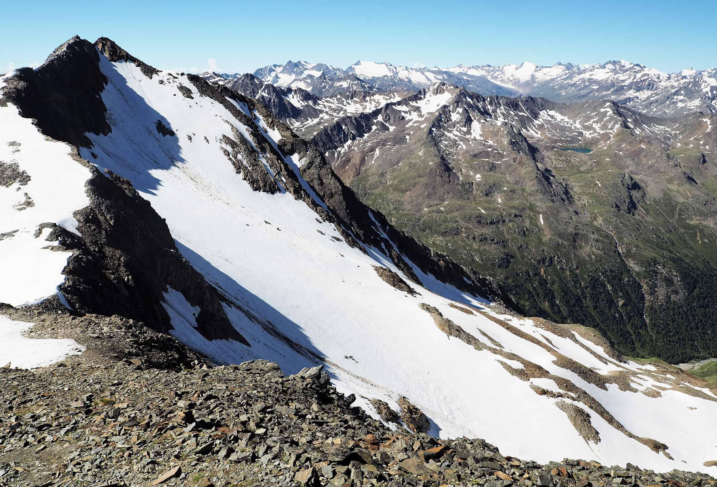 Besneeuwde bergtoppen in Stubai