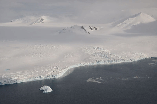 he Wormald Ice Piedmont covers large parts of the Wright Peninsula on eastern Adelaide Island, Antarctica, and terminates in high ice cliffs on Laubeuf Fjord. Photo: Vincent van Zeijst, 2011.