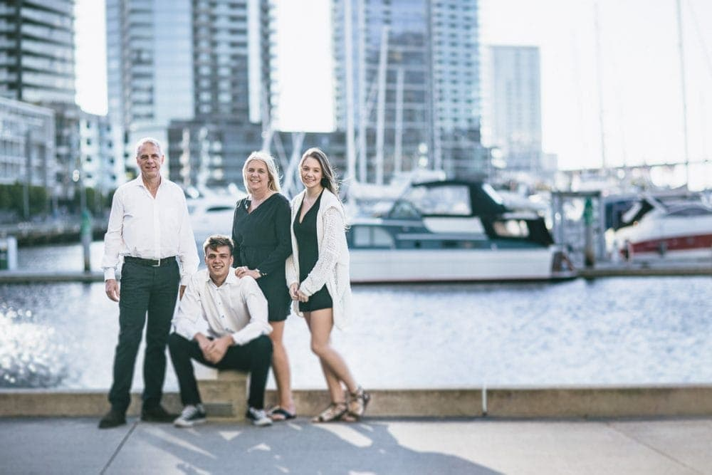 travel family photographer - overseas families expierencing melbourne with photographer