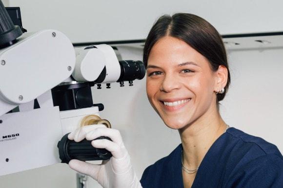 Wurzelkanalbehandlung mit OP-Mikroskop Berlin