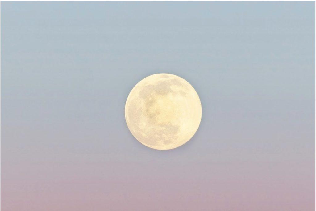 Lunar Insomnia: Does The Full Moon Affect Sleep?