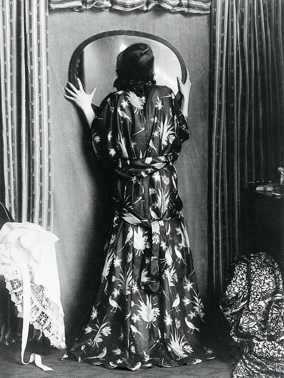 Actress Grete Jacobson in a house dress from the Wiener Werkstätte