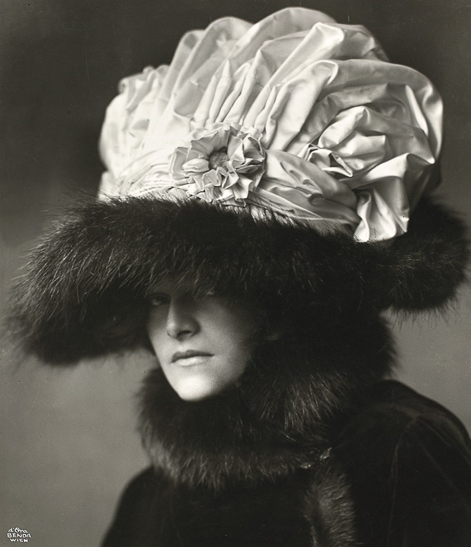 Actress Helene Jamrich with a hat by Zwieback, designed by the painter Rudolf Krieser, 1909, Madame d'Ora (Dora Kallmus) (1881–1963) / Private Collection