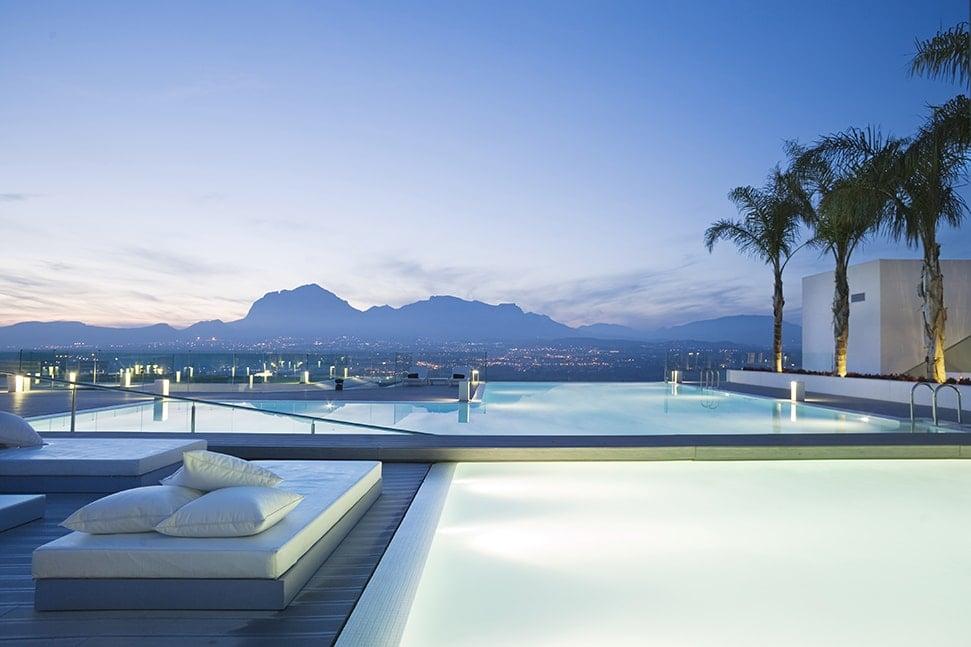 SHA Wellness Clinic, Valencia Exteriors Infinity pool