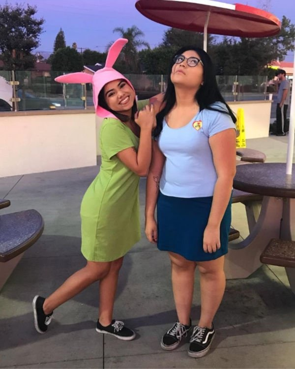 college girls dressed up as Tina and Louise Belcher