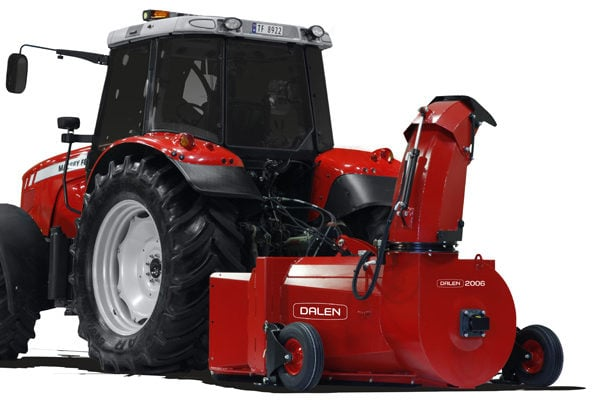Snøfres 2006-S er en v-fres som er full av godt arvemateriale! Den er en videreføring av den populære 0978 – tilpasset dagens traktorer.
