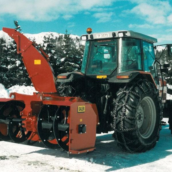 Nytt prinsipp for traktormonterte totrinnsfresere: I 1997 lanserte bedriften et nytt prinsipp for traktormonterte totrinnsfresere; sentralt plassert girkasse og store, åpne innmatervalser. 2010 ble raskt en svært populær snøfres.