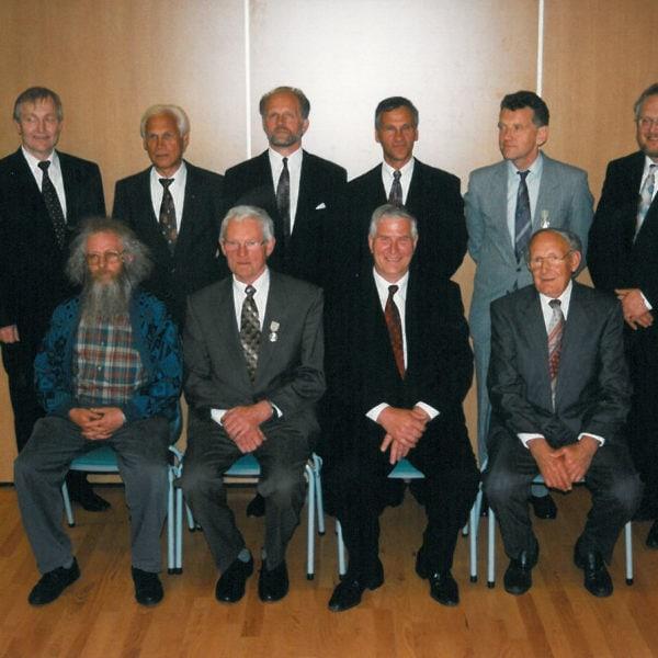 Ble hedret med Norges Vels medalje: I 2007 fikk åtte arbeidere ved Lid Jarnindustri AS Norges Vels medalje. Bakerst f.v. Geir Lid, Hans Neteland hadde til da arbeidet (41) år i bedriften, Arne Øvsthus(28), Asbjørn Neteland(37), Norvald Gamlem(32), Olav Lid. Framme f.v. Guttorm Lid(27 år), Lars Arvid Steine(45), Herman Oppheim(27) og Olav Mo(36).