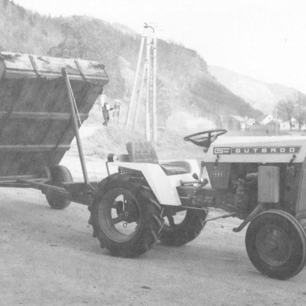 Traktorhenger: Traktortilhenger, type 59 for små 4-hjuls traktorer.