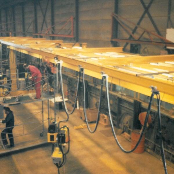 Anbudsarbeid: På slutten av 80-tallet produserte bedriften to sveisebroer for TTS i Bergen. Broene skulle til Indonesia og ga kjærkomment arbeid i det året snøen uteble.