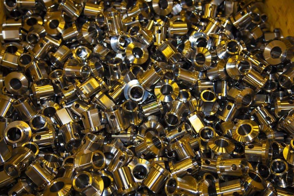 De CNC-styrte maskineringssentrene kan lage de fineste bildeler med toleranser på noen tusendels millimeter. Nøyaktighet er også viktig med tanke på kvaliteten på delene i vår produksjon, og til slutt for det ferdige produktet.