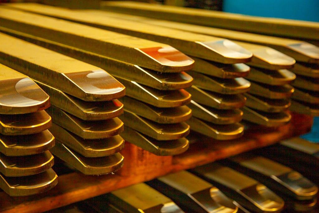Dette er del av gaffelfoten på en DALEN Pallegaffel, og den er spisset i et maskineringsverk. Det er solgt 10-tusener av slike pallegafler i Norge.