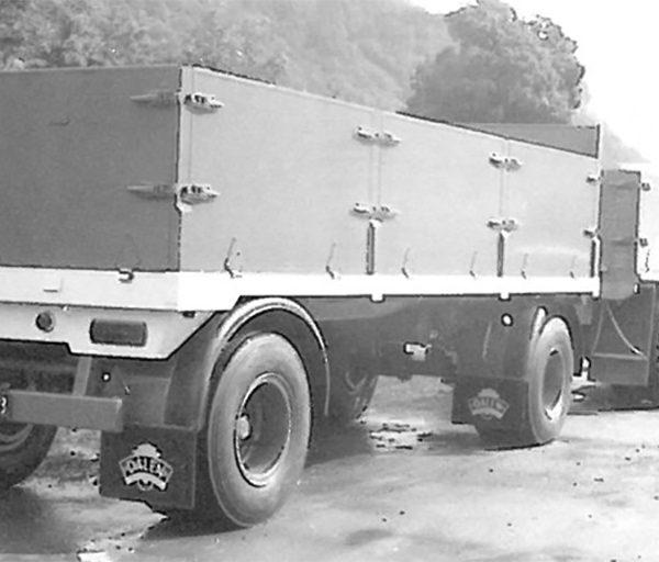 Lastebiltilhenger: På slutten av 60- tallet utvidet bedriften sortimentet med større tilhengere for lastebiler. Hengerne kom som en- eller to- akslinger, eller for semitrailer.