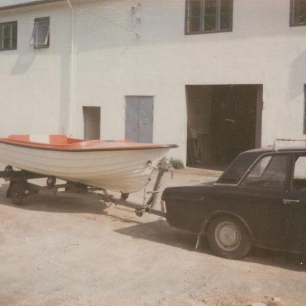 Båttilhenger: Og når man tilbyr båter må man også ha båttilhengere ...