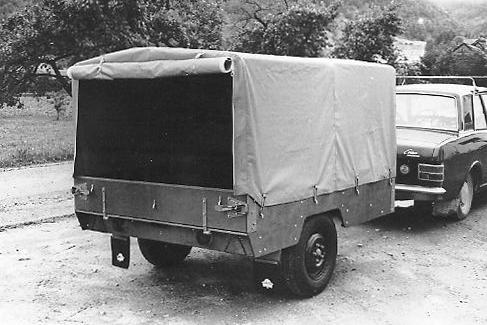 Tilhenger: Tilhengeren kunne også leveres med nesehjul, sidejekker og presenningskapell.