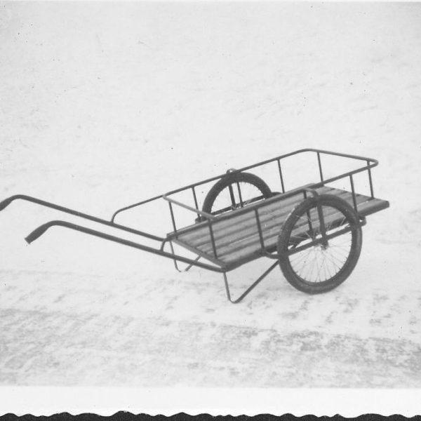 Håndvogn: Denne håndvogna ble brukt til transport av melkespann og lettere kasser.