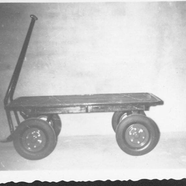 Trekkvogn: Denne trekkvognen, type T9, hadde en helsveist ramme og kunne leveres etter andre mål om kunden ønsket det.