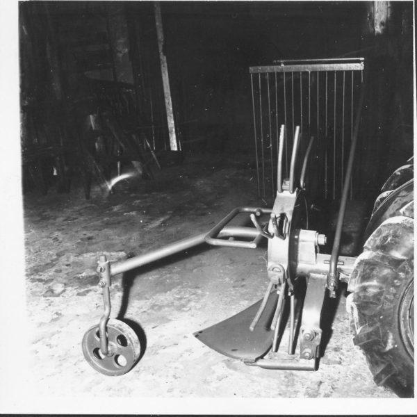 Potetopptaker: Dalen Potetopptaker 1275 var en enkel og solid kastehjulsopptaker, som ble svært populær i markedet. Den kunne til og med frontmonteres på tohjulstraktorer på 60-tallet.