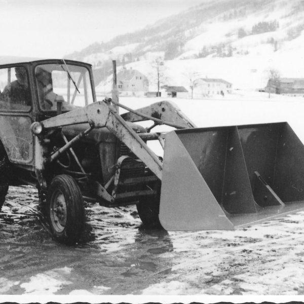 Traktorskuffe: Traktorskuffer har vært produsert ved bedriften i alle mulige varianter siden tidlig på 60- tallet.