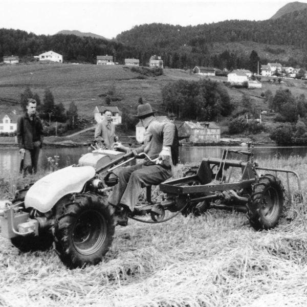 Kardangvogn: Kardangvogn var det nye fra 1964. Med drift på alle hjul ble framkommeligheten suveren i bratt lende. Bedriften lagde mange kardangvogner til tohjuls- traktorene. De kom i ulike typer, korte og lange, med mulighet for karmer og vanlige traktorredskaper.