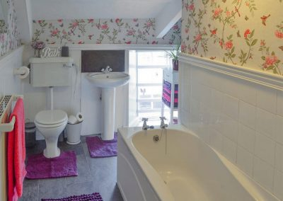The bathroom at The Farmhouse, St Kew Highway