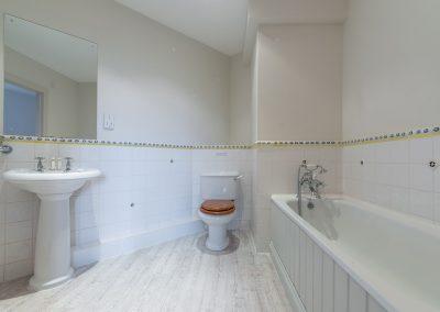 The second floor bathroom at The Roundhouse, Roserrow, Polzeath