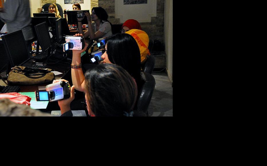 Video and photo training. (Photo: IWPR)
