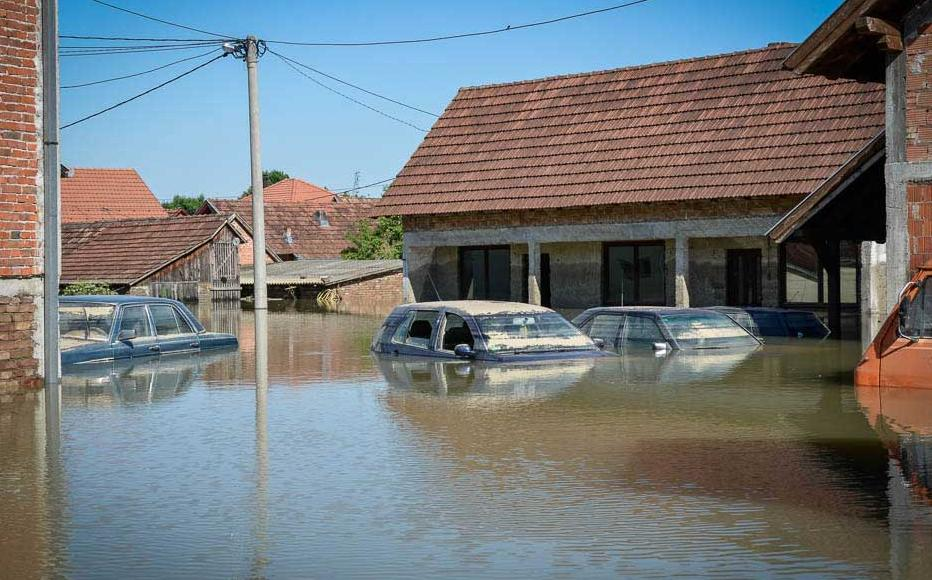 Homes and cars in Prud swamped by floodwaters. May 20-21, 2014.