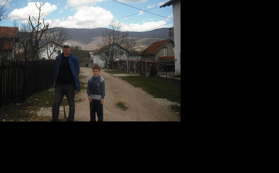Bosniak Fuad Kovačević with his son. (Photo: IWPR)