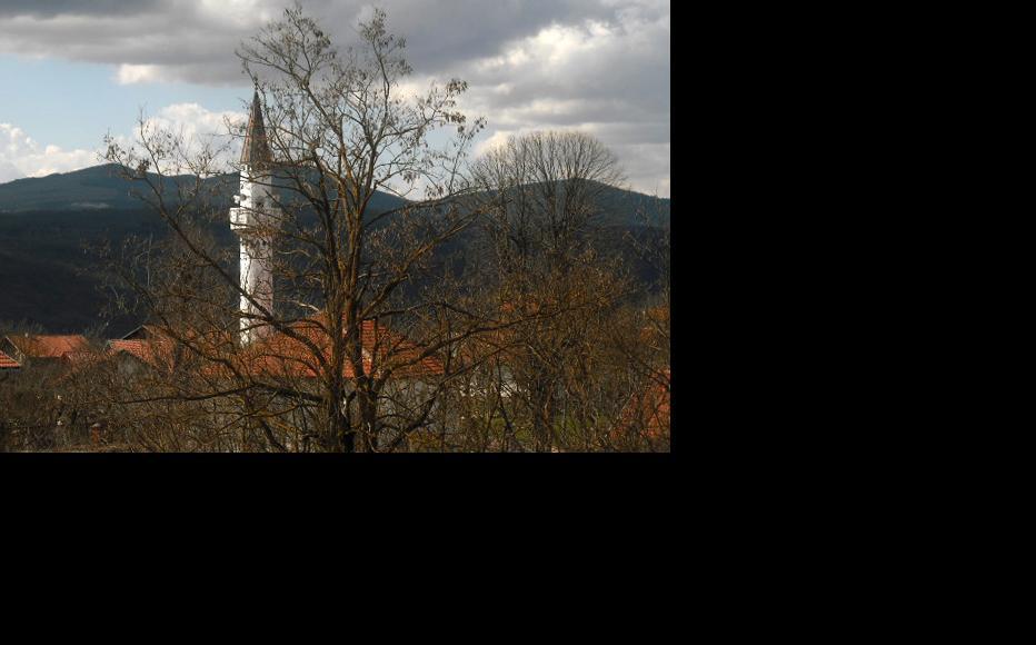Mosque in Lower Baljvine. (Photo: IWPR)